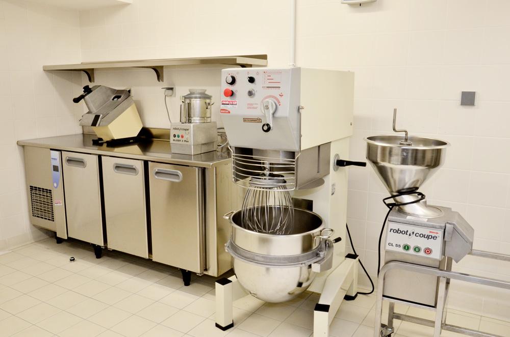 coupe legumes - cutter - batteur melangeur - meuble bas refrigere