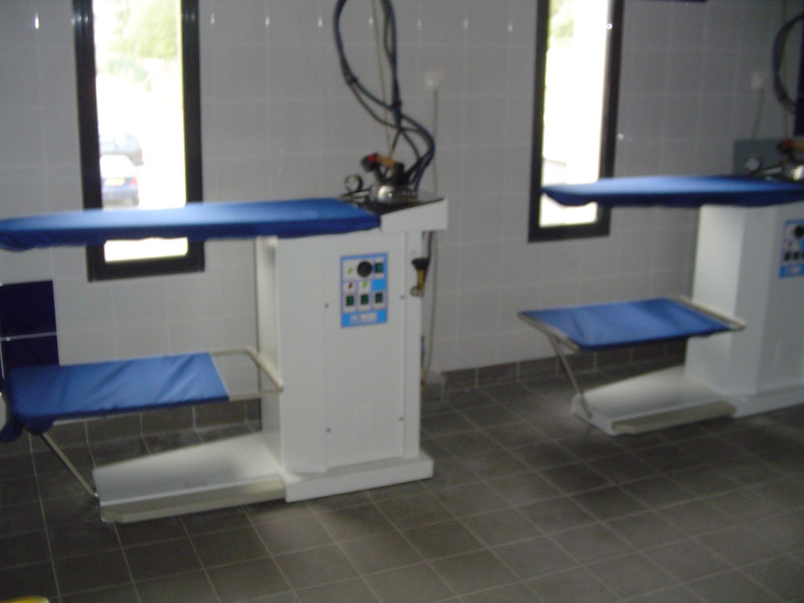 postes de repassage - tables chauffantes - centrale et fer automatiques